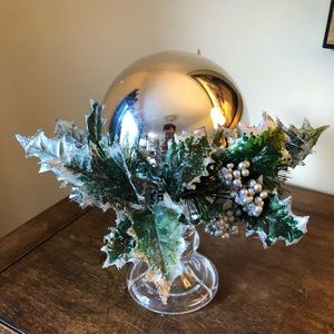 ❄️Winter wonderland globe accent piece in silver.